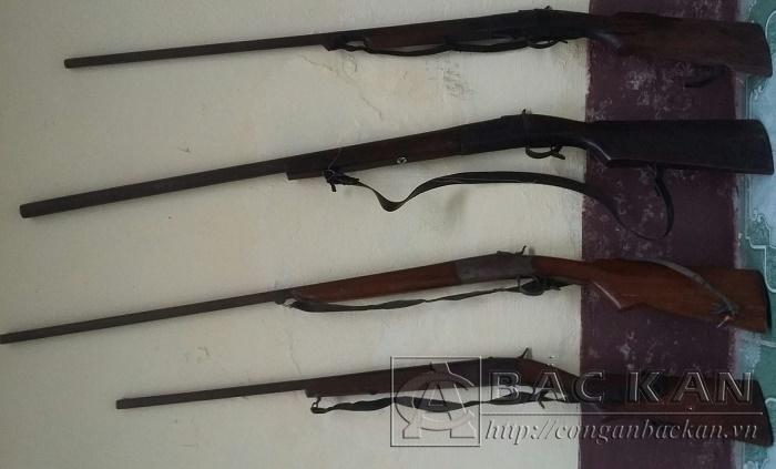 4 khẩu súng tự chế người dân tự giác giao nộp