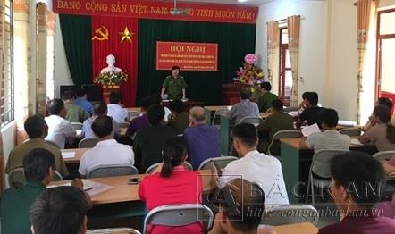 Đ/c Trưởng Công an huyện tiếp thu, giải đáp các ý kiến tại Hội nghị