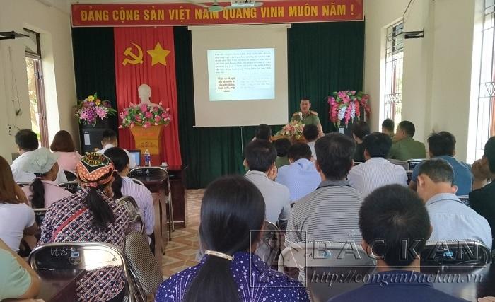 Buổi tuyên truyền thu hút đông đảo người dân tham gia