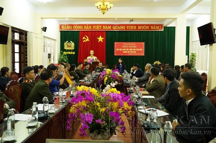 Đ/c Phương Thị Thanh - Phó Bí thư Tỉnh ủy phát biểu ghi nhận, đánh giá cao những đóng góp của các chức sắc, chức việc trong các tôn giáo trên địa bàn tỉnh