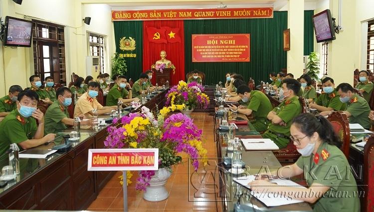 Đại tá Đinh Quang Huy, Phó Giám đốc Công an tỉnh chủ trì hội nghị tại điểm cầu Bắc Kạn